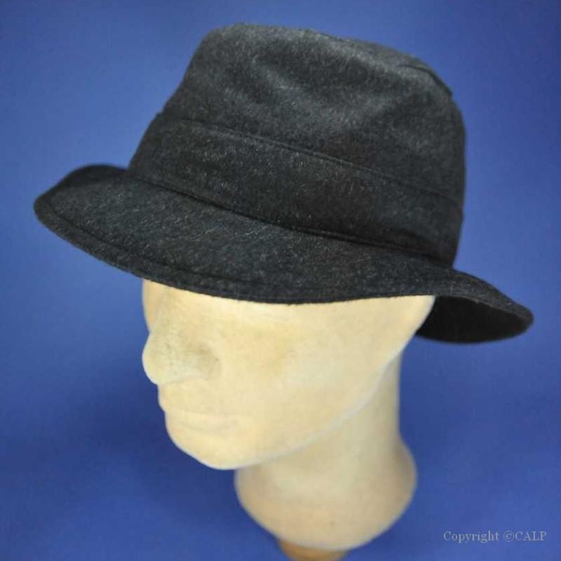 Chapeau en laine forme bob